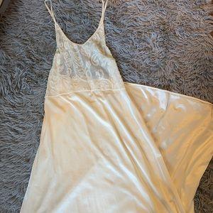 Vintage Val Mode Lingerie Cream Lace Long Gown
